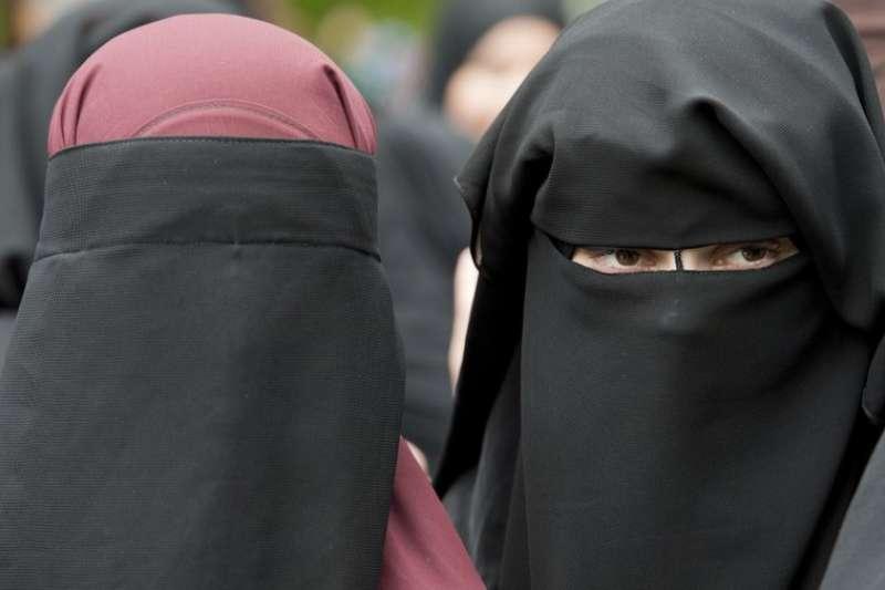 穿戴「Niqab」的穆斯林婦女。(美聯社)