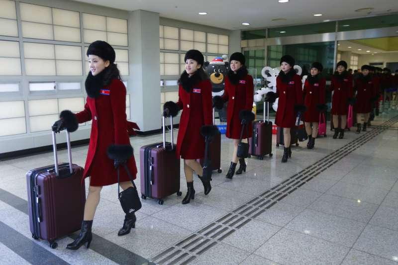 由北韓文化省局長權赫奉和三池淵管弦樂團團長玄松月率領的朝鮮藝術團。(美聯社)