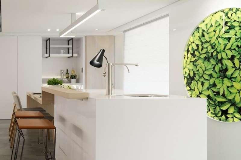 餐廚空間是凝聚家人情感的重要場域,許多知名電影,都會透過飲食場景來描繪人與人之間的情感連結,好的空間規劃更能讓下廚、聚會加分。(圖/設計家Searchome)