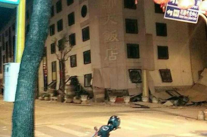 花蓮統帥大飯店傳出因地震倒蹋。(取自花蓮同鄉會臉書)