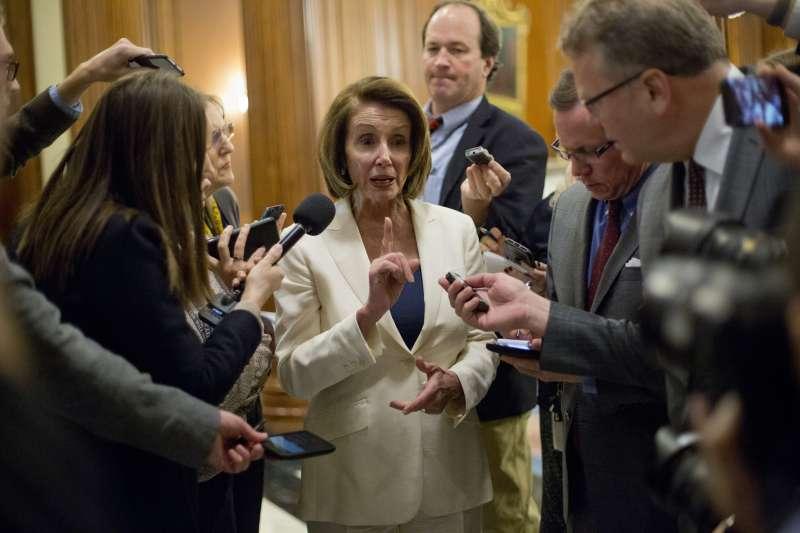 美國聯邦眾議院民主黨領袖裴洛西7日在眾議院連續演講逾8小時,創下紀錄(美聯社)