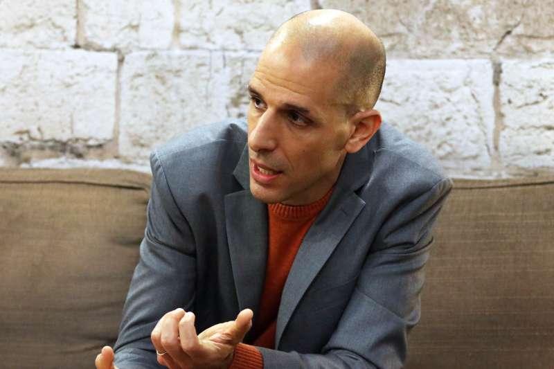 20180208-世貿書展,以色列作家利維專訪。(蘇仲泓攝)