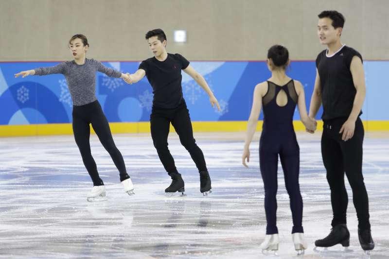 南韓與北韓滑冰選手為即將到來的比賽進行訓練。(美聯社)