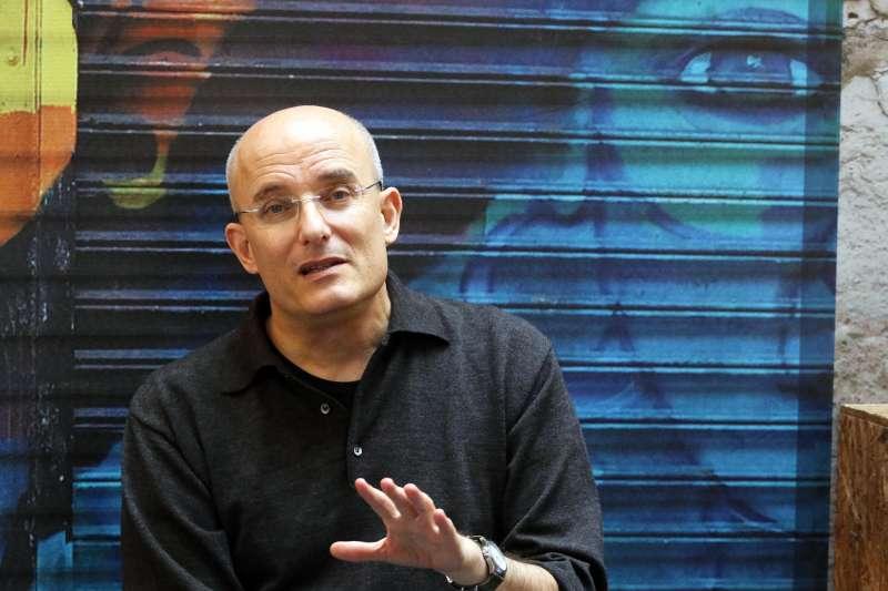 20180209-世貿書展,以色列作家霍華夫專訪。(蘇仲泓攝)