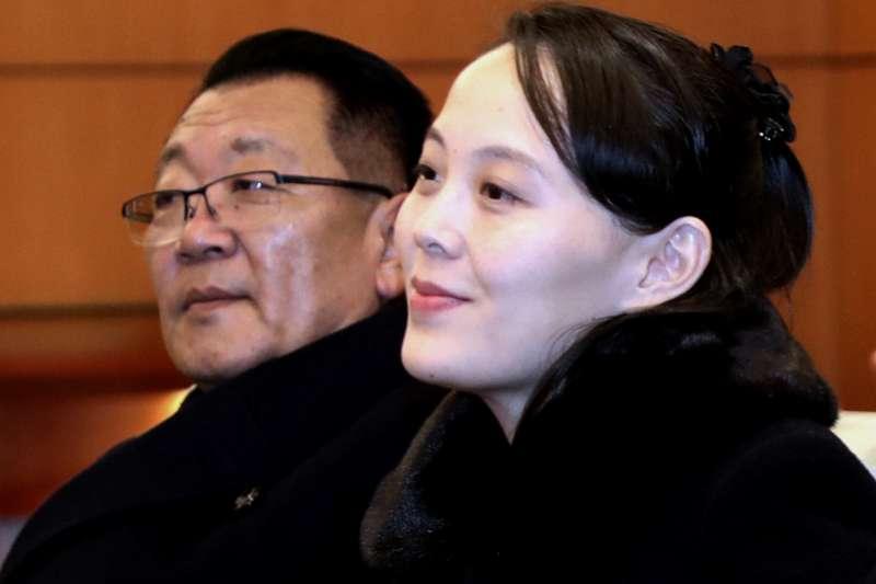 2018年2月9日,北韓代表團飛抵南韓,參加平昌冬奧,右為最高領導人金正恩妹妹金與正(AP)