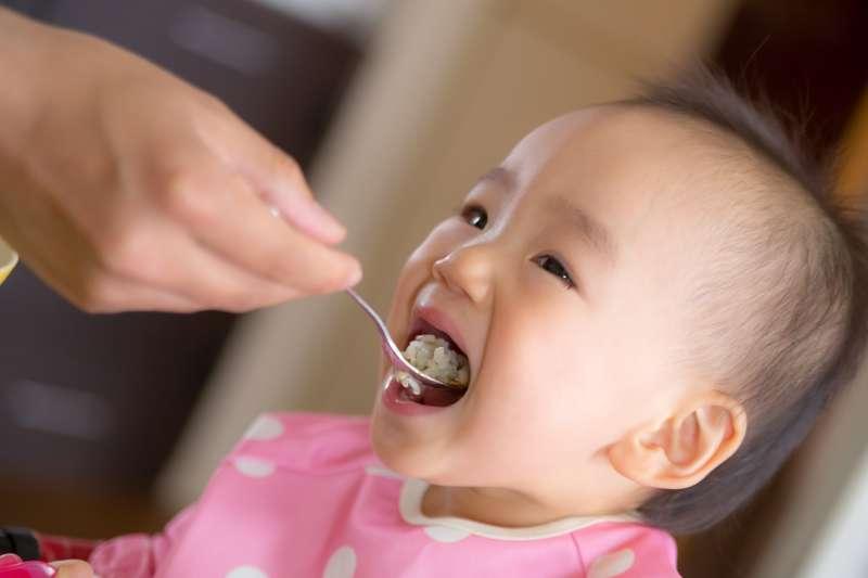想要寶寶健康食用「副食品」,媽咪們到底該怎麼做?(圖/pakutaso)