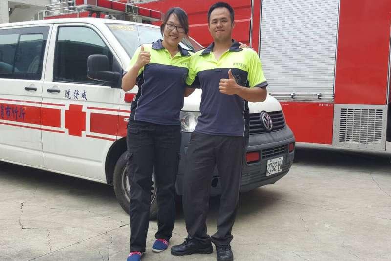 新竹市消防兄妹檔李育昇與李曉芳,曾一同出火警任務,靠著絕佳默契,齊心滅火。(圖/新竹市消防局提供)