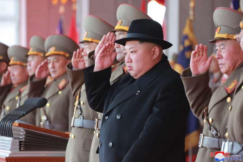 2018年2月8日,北韓舉行「建軍節閱兵式」,最高領導人、朝鮮勞動黨委員長金正恩出席並發表演講(AP)