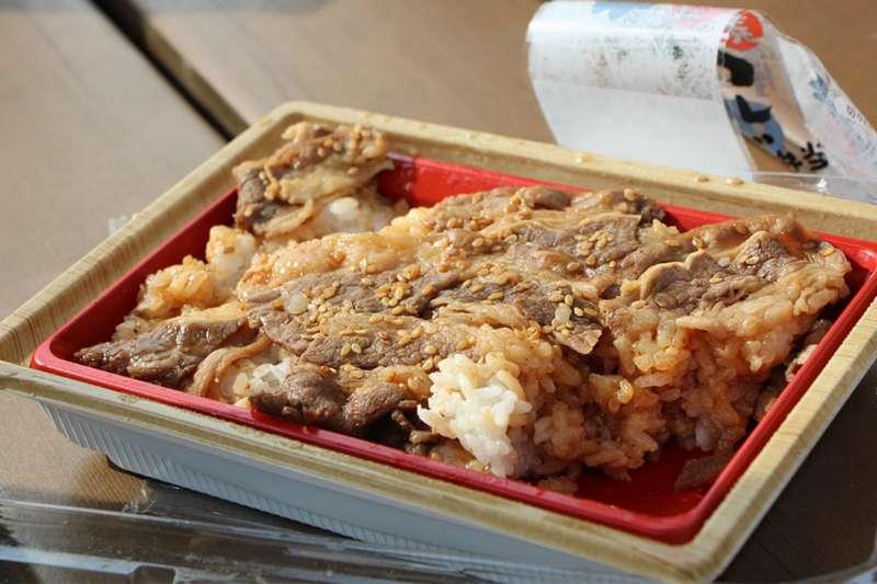 天天外食很方便,但長期下來不免造成健康隱憂。(圖/pixbay)