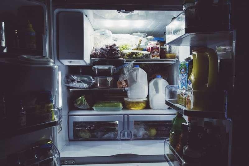 冰箱依層架與送風位置設計,不同食材應有適合擺放之處。(圖/Pexels@pixabay)