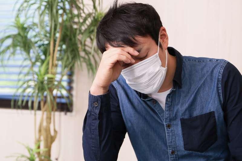頭痛、流鼻水、咳嗽...剛開始出現感冒症狀時,會先到藥局買成藥嗎?(示意圖非本人/photoAC)