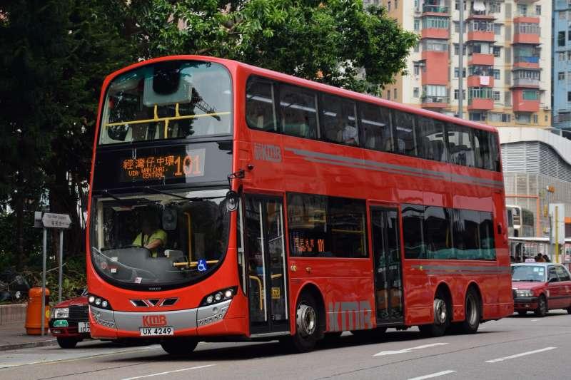 香港九龍巴士公司的雙層巴士(Baycrest@Wikipedia / CC BY-SA 2.5)