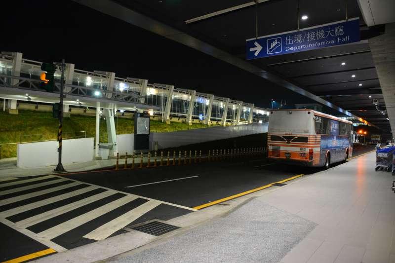 2018-02-11-桃園國際機場,客運乘車口。桃園機場。(Cheng-en Cheng@Flickr/CC BY SA2.0)