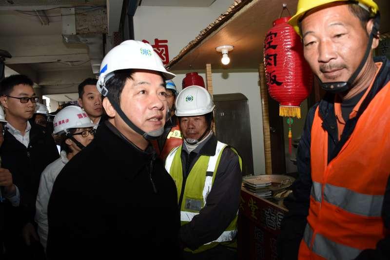 行政院長賴清德11日到花蓮視察災區,並指示盡速修復水管,「讓花蓮鄉親有一個溫馨的年可以過。」(資料照,行政院提供)