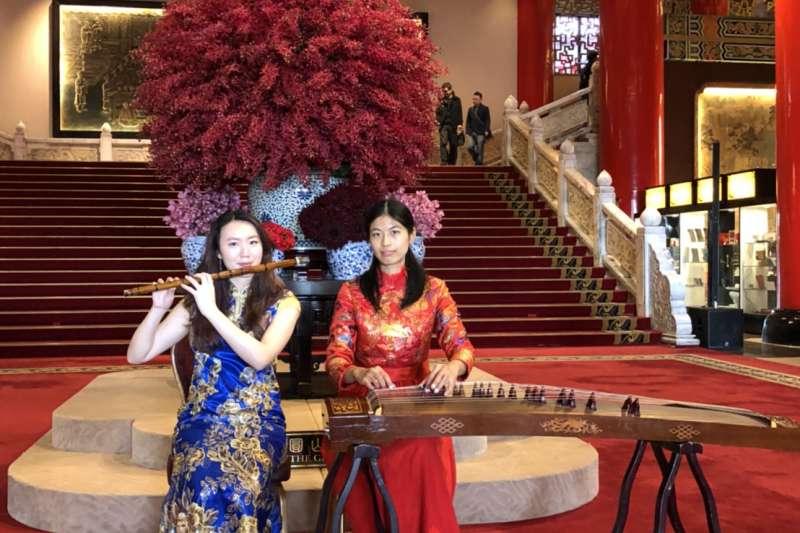 圓山飯店吸引遊客,飯店一樓大廳將會有專業國樂老師演奏。(圓山大飯店提供)