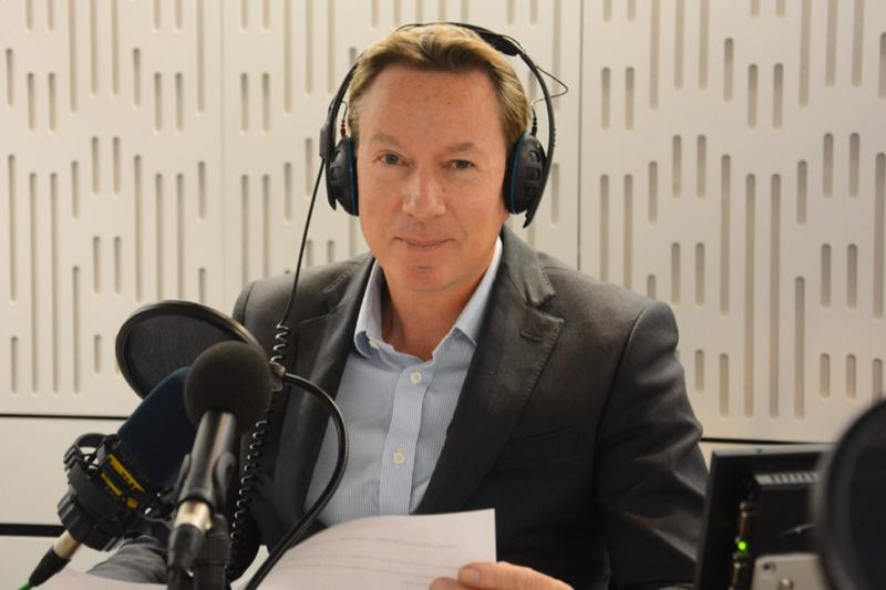 人生不公平,但BBC記者法蘭克不願俯首稱臣。(圖/擷取自Youtuber)
