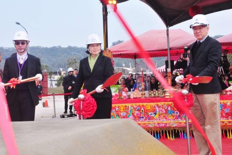蔡英文總統12日蒞抵新竹生物醫學園區,主持第二生技大樓動土儀式。(圖/竹科管理局提供)