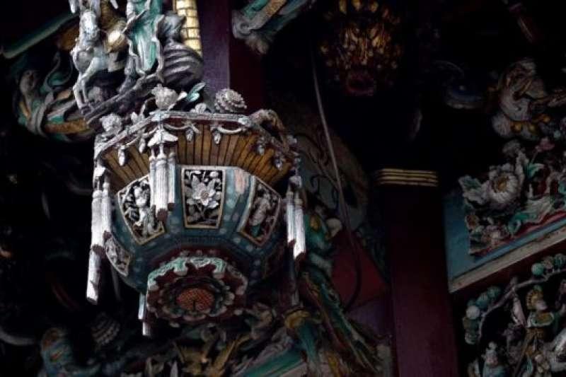 嘉義城隍廟始建於清朝康熙年間。花費的時間和造價難以用今天的幣值估算。(BBC中文網)