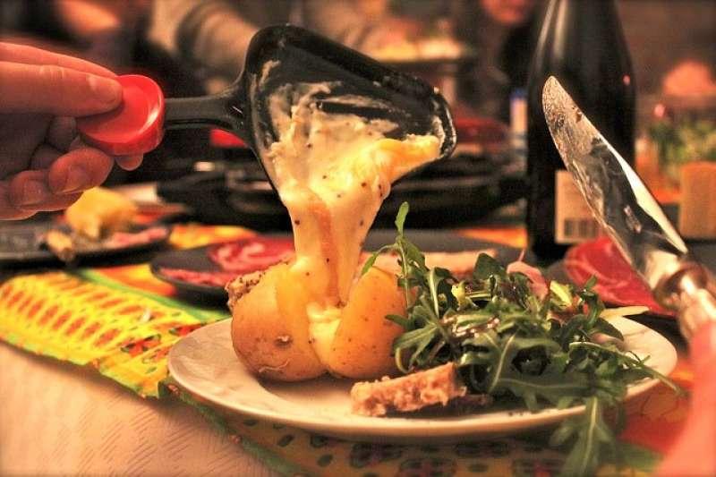 傳統的年菜吃膩了嗎?來看看國外過新年都吃些什麼?換個口味,試著在家煮道異國年菜。(圖/Alex Toulemonde@flickr)