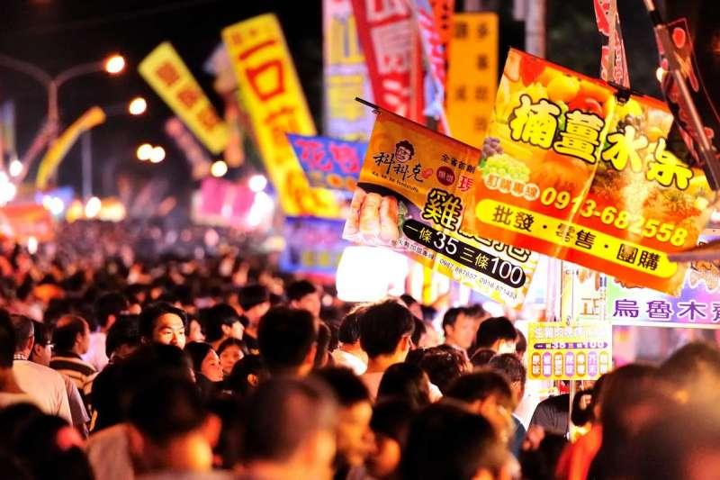 台灣的夜市總是讓人「一遊未盡」,小吃更讓人想一吃再吃。(圖/Mars.Arc@Flickr)