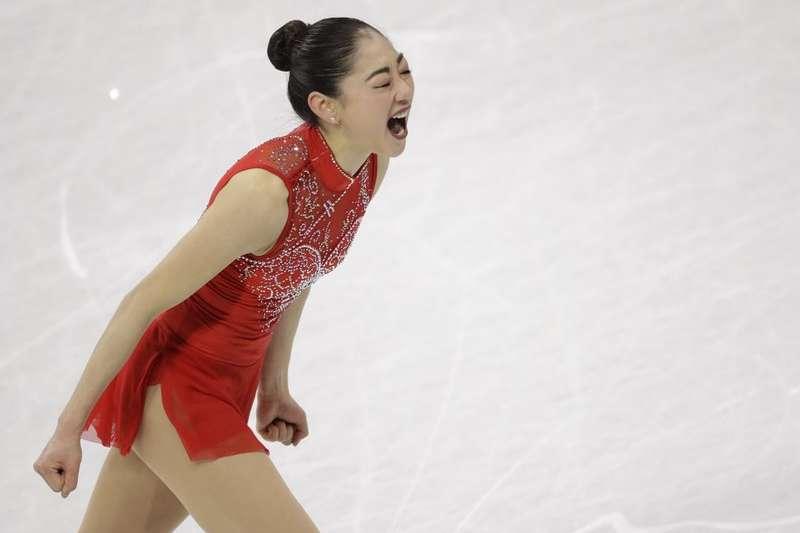 美國花式滑冰選手長洲未來,在平昌冬奧完成高難度動作「三周半」後興奮大叫,她成為史上第一位在奧運完成三周半的美國女子選手。(AP)