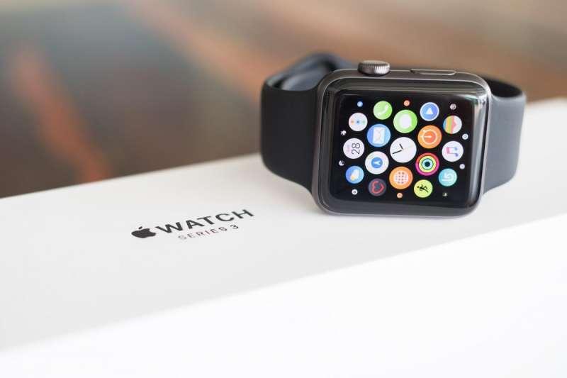 Apple Watch上一季出貨量,第一次比起整個瑞士製錶產業還多。(圖/shutterstock,數位時代提供)
