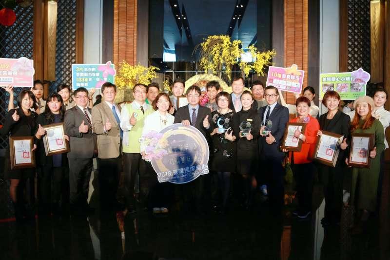 台南市長李孟諺出席蘭花入口意象布置競賽合影。(圖/台南市政府提供)