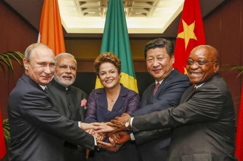 2015年11月,南非總統祖馬(Jacob Zuma,右)參加在澳洲舉辦的金磚國家峰會(Roberto Stuckert Filho@Wikipedia / CC BY 3.0 br)