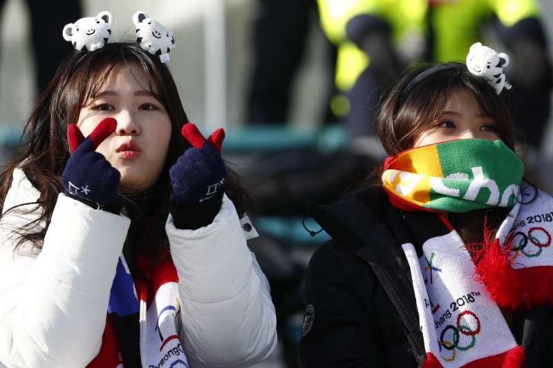 平昌冬奧南北韓展現友好分為,約6成民眾表達讚賞。(美聯社)