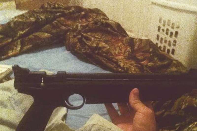 克魯茲經常在自己的instagram上秀出自己的槍枝收藏。(美聯社)