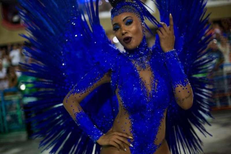 五光十色的巴西狂歡嘉年華。(BBC中文網)