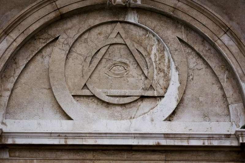 上帝之眼是世界各地共濟會會所廟宇建築的標識(BBC中文網)