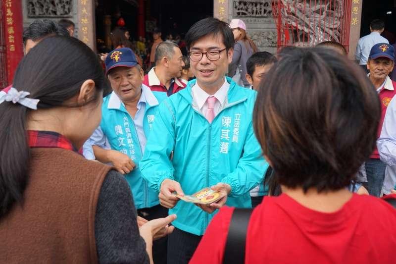 民進黨立委陳其邁17日出席高雄市內門區農會「初二回娘家吃辦桌」活動。(圖/陳其邁辦公室提供)
