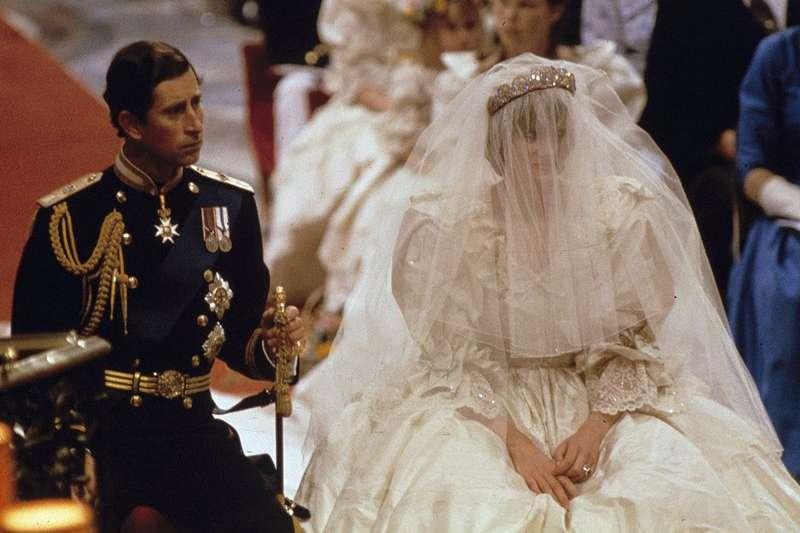 英國黛安娜王妃1981年結婚時選擇英國設計師操刀的婚紗(美聯社)