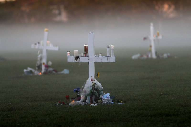 2018年2月14日,美國佛州帕克蘭發生校園槍擊案,17名師生遇害(AP)