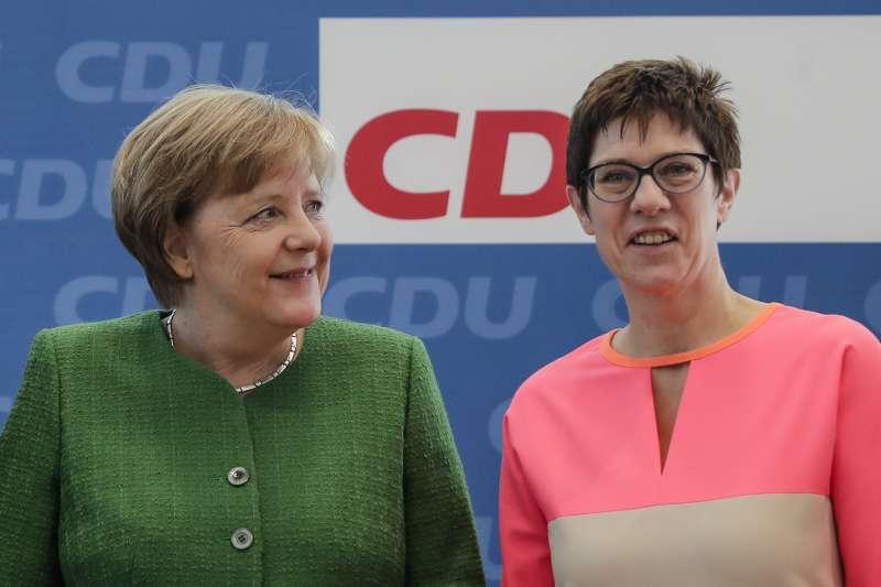 德國總理梅克爾提名克拉姆普.卡倫鮑爾(右)擔任執政黨基民盟秘書長(美聯社)