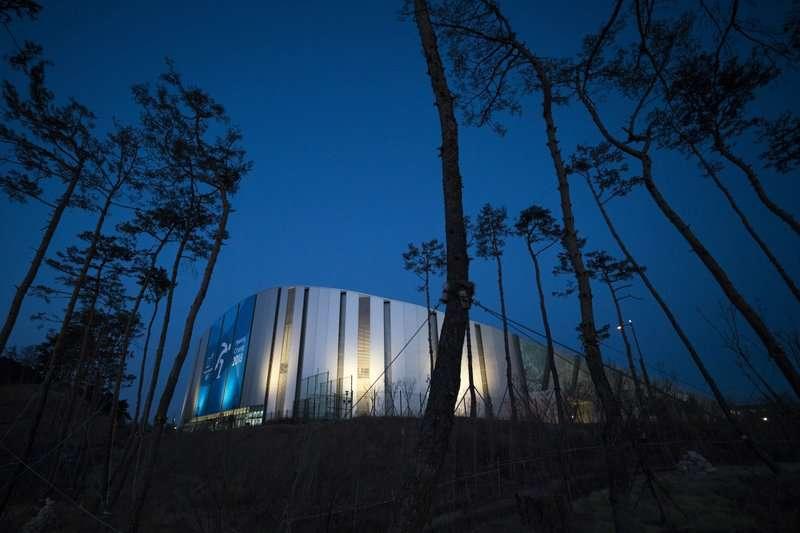南韓平昌郡江陵市的冬奧場館。南韓政府耗資14兆辦冬奧,讓地方政府債台高築。(美聯社)
