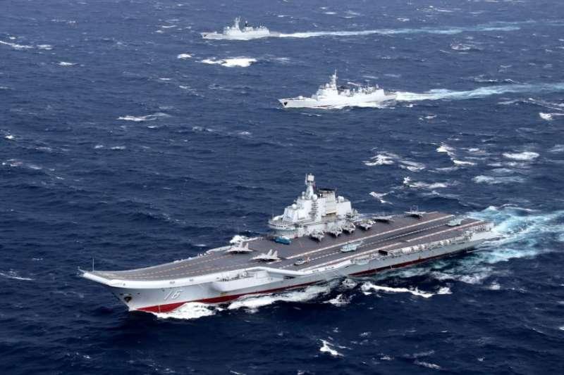 中國海軍遼寧號航母編隊在南中國海演習。(美國之音)