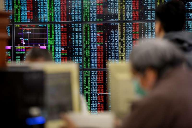 20180221-大年初六股市開市,投資人紛紛至證券公司看盤。(顏麟宇攝)