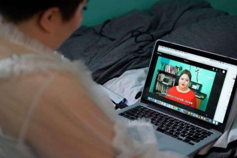 汪綺自己經營YouTube頻道,也有經紀人為她安排其他工作。(BBC中文網)