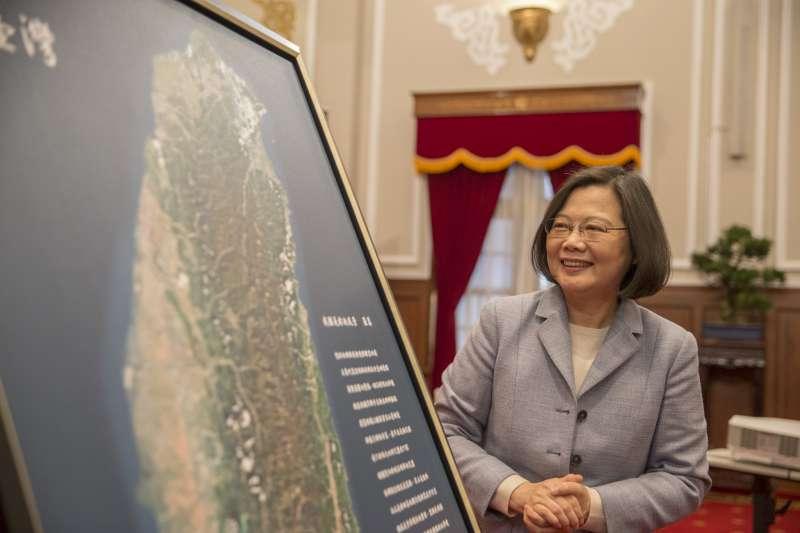 總統蔡英文接見福爾摩沙衛星五號團隊,感謝福五團隊辛勞以及締造的卓越貢獻。(取自總統府)