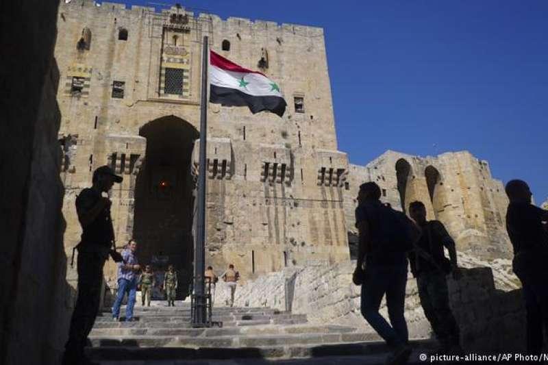 阿勒坡飄揚的敘利亞國旗。(德國之聲)