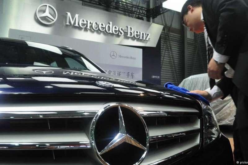 在收購瑞典富豪之後,中國吉利汽車再次重拳出擊,收購了德國豪華汽車製造商戴姆勒將近10%的股份(DW)