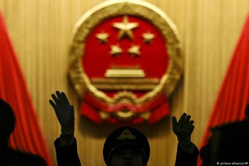 從中國修改憲法宣誓詞中,能夠看到中國執政和宣傳思路的轉變。(DW)