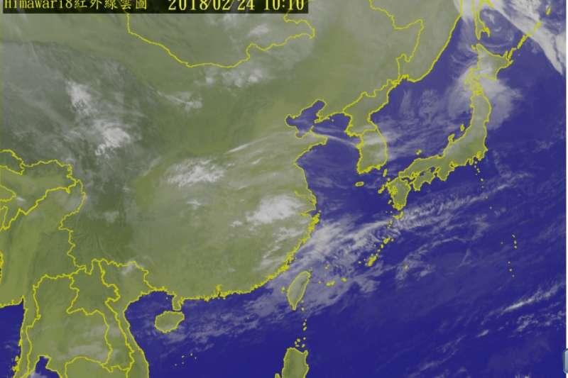今(24)日白天各地天氣大致穩定,僅北部及東半部有局部短暫雨,各地高溫都有機會上看25℃,低溫僅14至17℃。(截取自中央氣象局)
