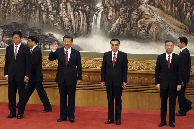 中共十九大之後確立的領導階層,左起:栗戰書、王滬寧、習近平、李克強、汪洋、韓正(AP)