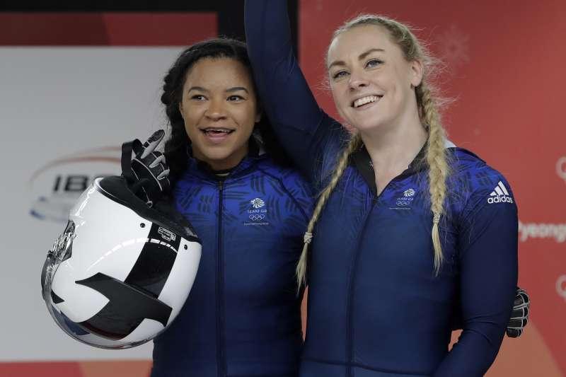 平昌冬奧:英國雪車選手麥克尼爾(右)和摩爾靠募資才能參賽(AP)