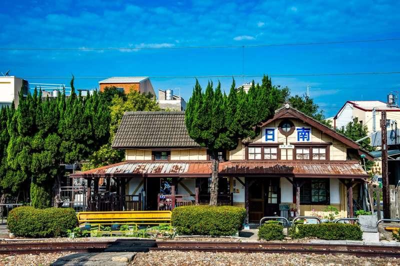 搭著火車一站一站玩,這些日式老車站真的很漂亮。(圖/Angel Su@facebook)