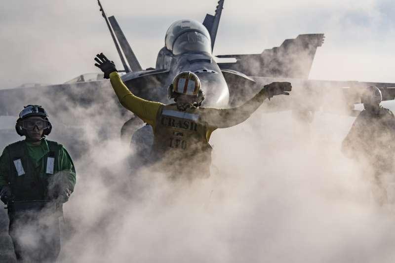 美軍卡爾文斯號航空母艦上的F/A-18。(美國海軍官網)