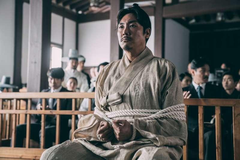 韓國新片《獄火重生:金昌洙》,由實力派影星趙震雄飾演「韓國國父」,名為金昌洙的金九。(可樂電影提供)